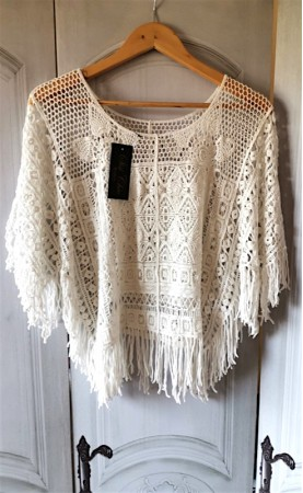 Poncho crochet con flecos...