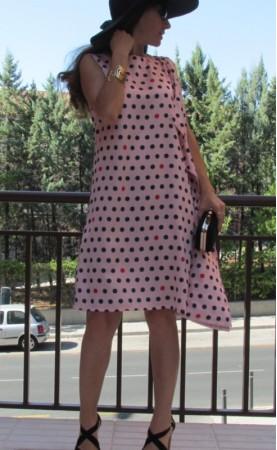 Vestido rosa lunares